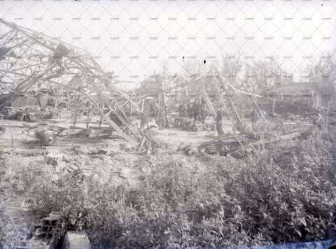 Caen en ruines, place des Granges
