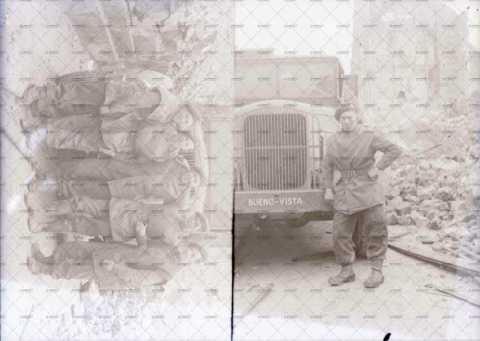 Portrait de soldats au milieu des gravats
