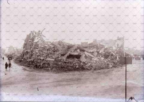 Caen en ruines, Place Foch