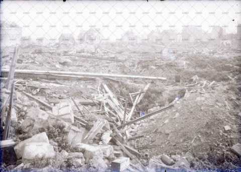 Caen en ruines, au nord du château