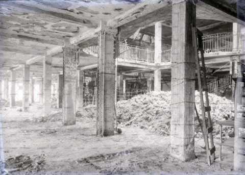 Caen en ruines, les Galeries Lafayette