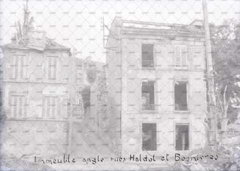 Caen en ruines, angle rue Bosnières - rue Haldot