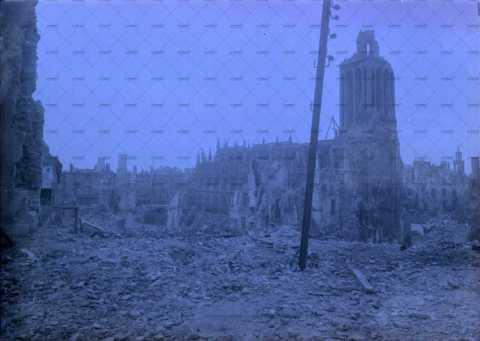 Caen en ruines, Place du Marché-au-Bois