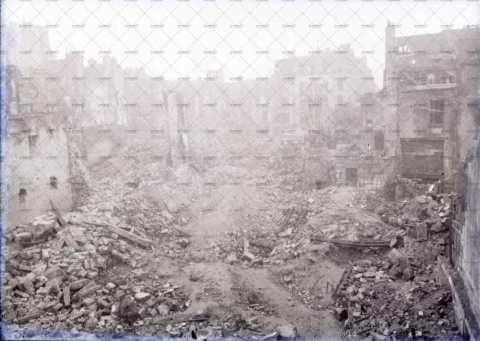 Caen en ruines, rue de la Monnaie
