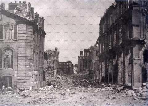 Caen en ruines, place du 36e régiment d'infanterie