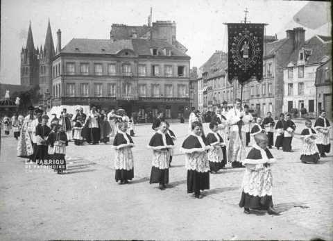 Procession à Caen