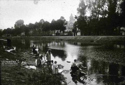 Le canal de Caen la mer au début du XXe siècle.