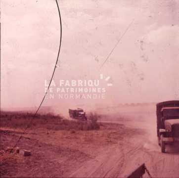Camion militaires en mouvement durant la guerre d'Algérie