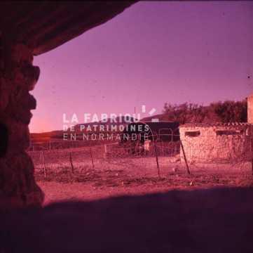 Ferme transformée en base militaire fortifiée durant la guerre d'Algérie