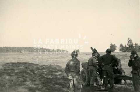 Soldats français prenant une pause lors d'un entrainement militaire