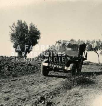 Jeep hotchkiss de l'armée française en Algérie