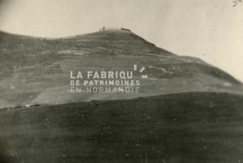 Vue sur un point fortifié français installé sur un piton en Algérie