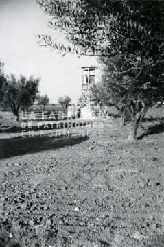 Mirador installé devant une ferme fortifiée en Algérie