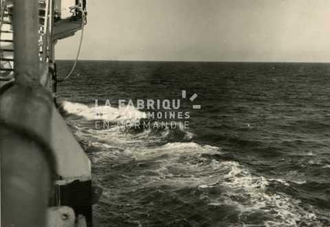 Navire traversant la Méditerranée