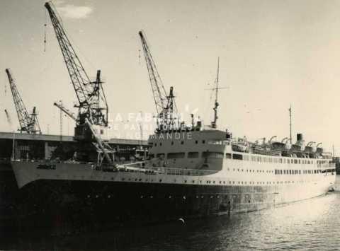 Navire de commerce utilisé par l'armée française pour transporter des troupes entre la métropole et l'Algérie.