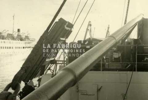 Navire de commerce utilisé par l'armée française pour transporter des troupes en Algérie.