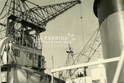 Navire utilisé par l'armée française pour transporter des troupes en Algérie.