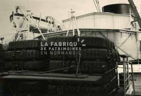 Cargaison d'un navire de commerce utilisé par l'armée française