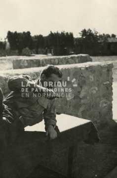 Soldat français au repos en Algérie