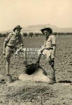 Soldats français posant en Algérie