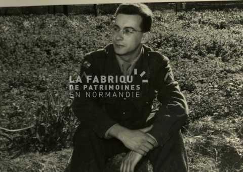 Soldat français en tenue de sortie durant la guerre d'Algérie