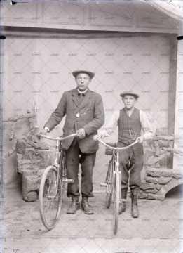 Portrait de deux cyclistes