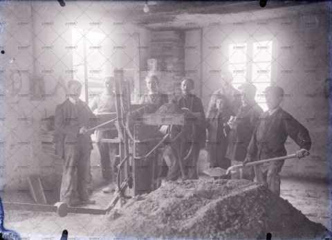 Photographie de groupe, hommes au travail