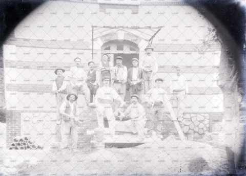 Photographie de groupe, ouvriers
