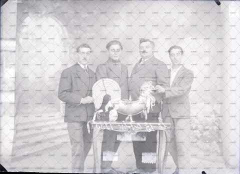 Portrait de quatre hommes