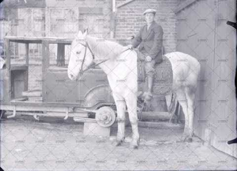 Homme à cheval