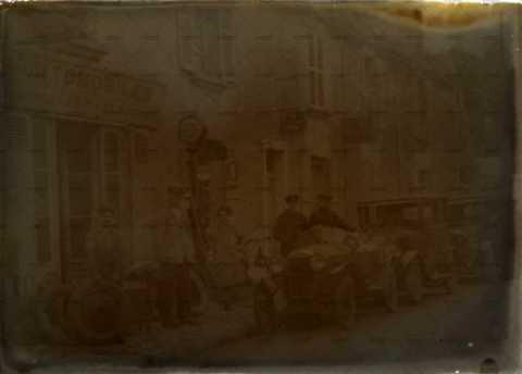 scène de rue, voitures anciennes