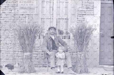 Portrait d'un grand-père et de sa petite fille