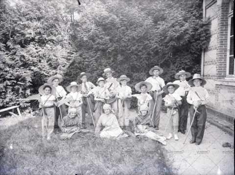 Photographie de groupe, enfants déguisés