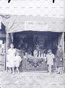 Commerce de vêtements et art asiatiques