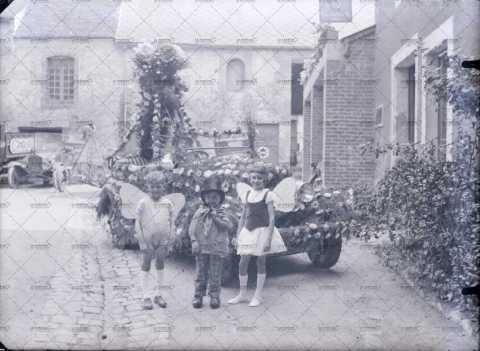Carnaval, trois enfants déguisés