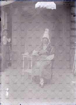 Portrait de Normande en costume traditionnel