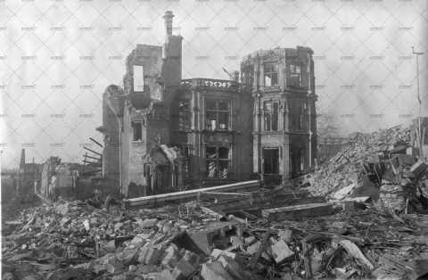 Rue Guilbert en ruines