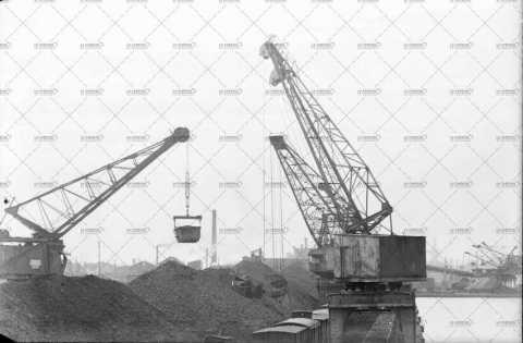 Caen, grues portuaires