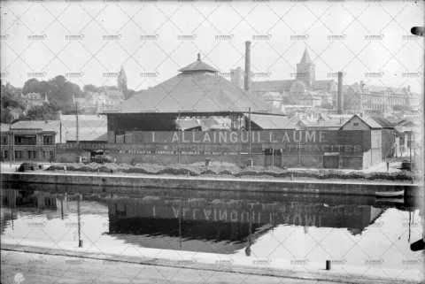 Le port de Caen, quai de la Londe
