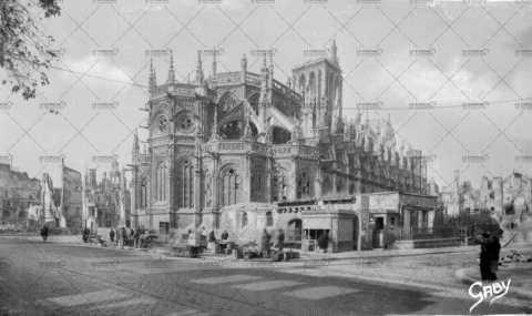 Le marché à Caen au lendemain des bombardements