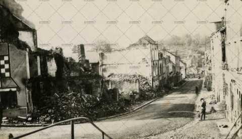 Les ruines de Pont-d'Ouilly, Grande Rue