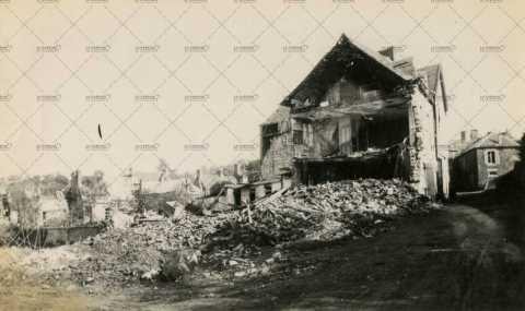Les ruines de Pont-d'Ouilly, la maison Vauvert