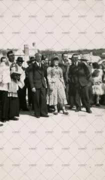 Inauguration du nouveau pont à Pont-d'Ouilly : Ange Portier, Marcel Guyon, Maryla Cornu, Fernand Sébire et Germain Heuzé