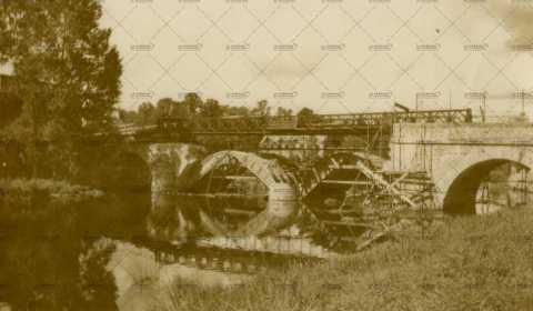 Les ruines de Pont-d'Ouilly, le pont