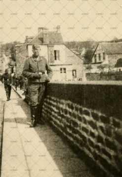 Soldats allemands posant sur le pont