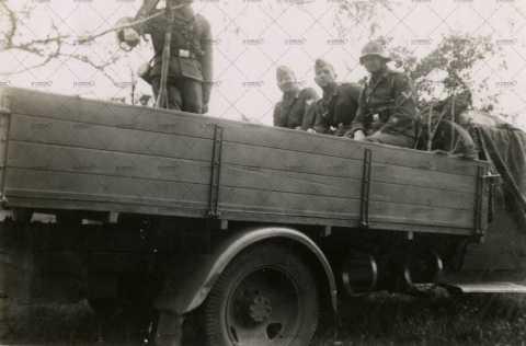 Pont d'Ouilly, soldats allemands en manœuvre