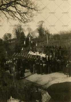 Procession à Pont-d'Ouilly