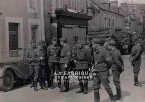 Soldats allemands à Pont d'Ouilly