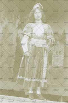Mai 1910, portrait d'une femme déguisée