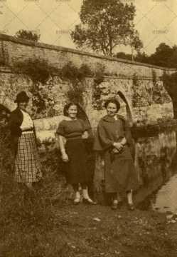 8 septembre 1938, portraits de femme à Pont d'Ouilly